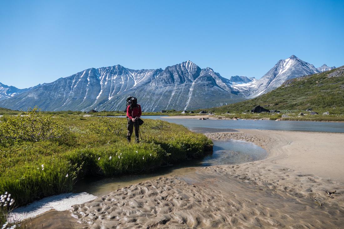 Trekking by the Uiluiit Kuua River, Klosterdalen