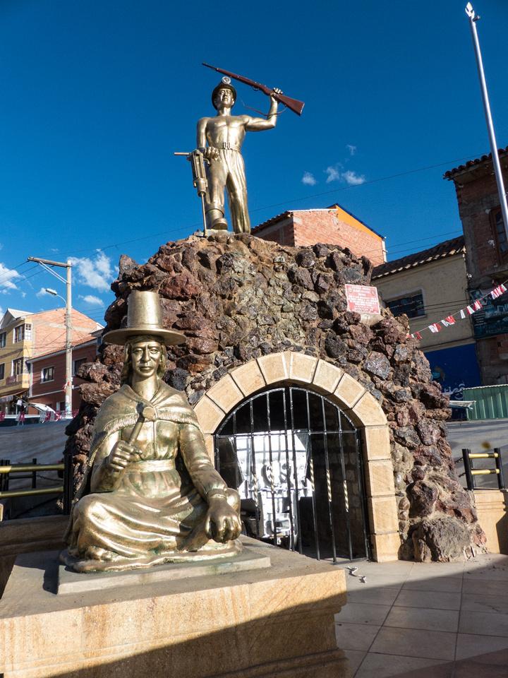 Mining statues in Potosí