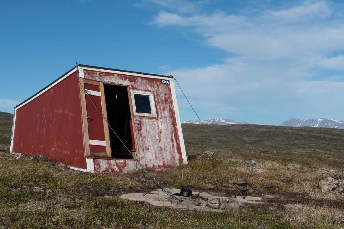 Emergency hut