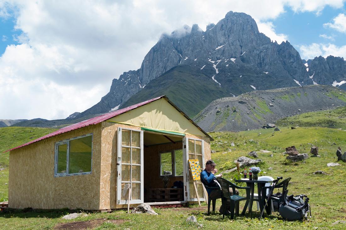 Climbers' hut near Jutta